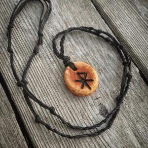 love bind rune amulet
